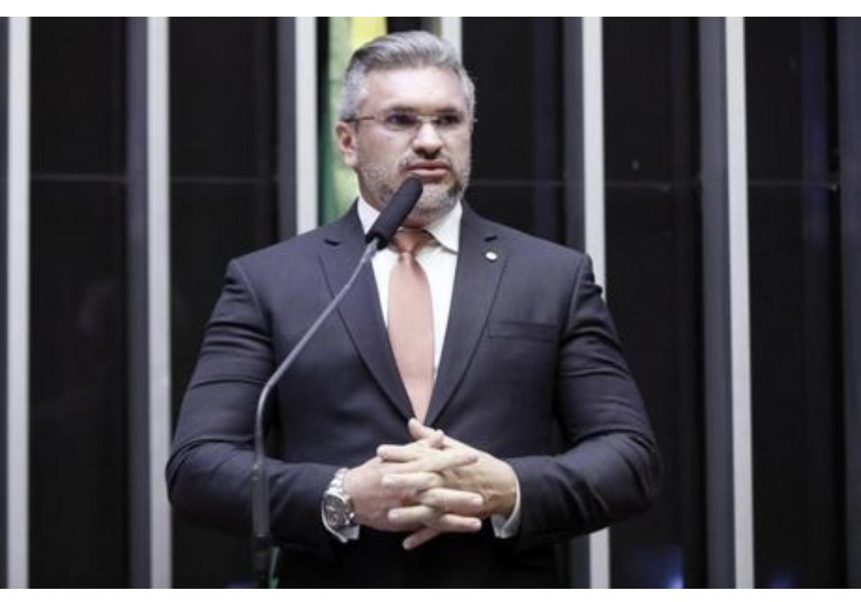 Julian Lemos vai processar Maria do Rosário no Conselho de Ética, diz publicação do R7