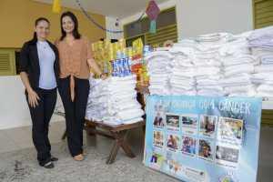 Maísa Cartaxo entrega donativos arrecadados durante o Chá Solidário para a Casa da Criança com Câncer