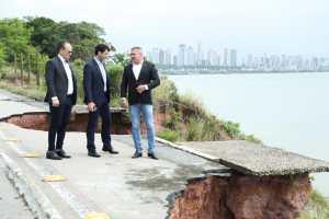 Julian Lemos e ministro do Turismo visitam barreira do Cabo Branco e deputado destaca interesse do Governo Federal em solucionar problema