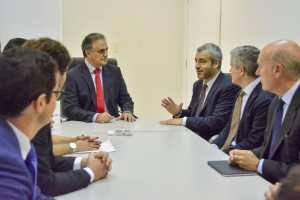 Luciano Cartaxo recebe Cônsul da Espanha e presidente do grupo espanhol que vai administrar Aeroporto Castro Pinto