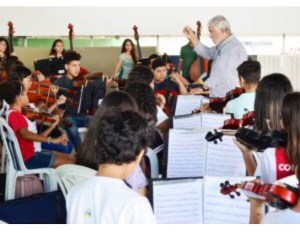 Alunos de projeto da PMJP se apresentam em São Paulo a convite do maestro João Carlos Martins
