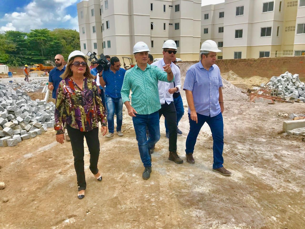 Luciano Cartaxo vistoria fase final das obras de infraestrutura e residencial na Saturnino de Brito