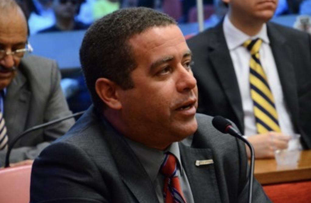 EXCLUSIVO – Deputado deve se licenciar para contemplar João Almeida na ALPB