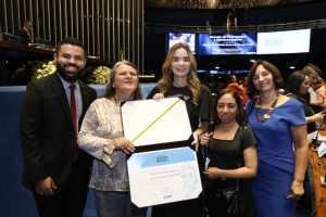 Daniella Ribeiro homenageia Instituto dos Cegos de CG com comenda Dorina Nowill