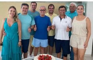 Novo cenário: Cícero Lucena participa de festa de aniversário de Vítor Hugo e aumentam especulações sobre retorno do tucano à vida pública