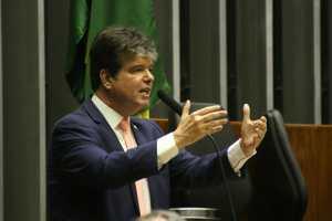 Projeto de Ruy defende consumidor de cortes na internet, telefonia e TV por assinatura