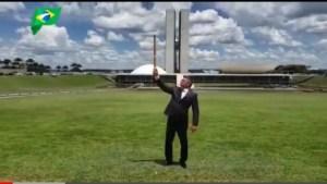 VÍDEO: Julian Lemos solta fogos em frente ao Congresso Nacional para comemorar prisão de Ricardo Coutinho