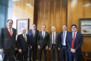 Ao lado de Rodrigo Maia, Aguinaldo Ribeiro recepciona Carlos Slim, empresário mexicano que pretende investir R$ 30 bilhões no Brasil