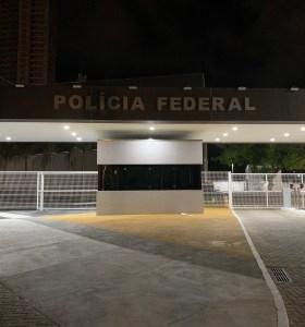 Preso, Ricardo chega à sede da PF pelas portas do fundo