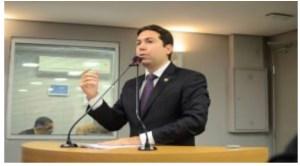 """Felipe Leitão cobra explicações do secretário de Saúde sobre a situação de """"guerra"""" no Clementino Fraga"""