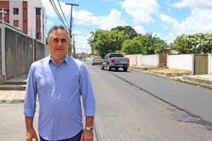 Luciano Cartaxo acompanha conclusão de obras do Ação Asfalto no Jardim Cidade Universitária e programa ultrapassa 180 km de vias asfaltadas