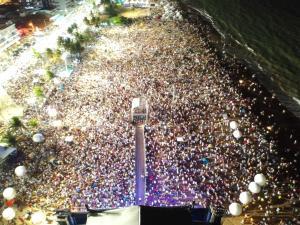 Multidão comemorou a chegada de 2020 durante o maior show da virada promovido pela Prefeitura de João Pessoa