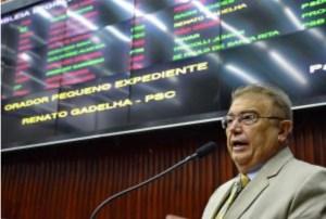 Bandidos 'aproveitam carnaval' e arrombam casa de ex-deputado da Paraíba