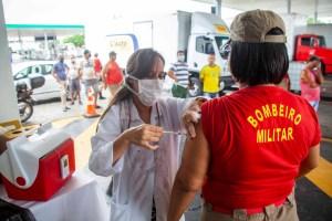 Vacinação contra a influenza: Prefeitura de João Pessoa imuniza mais de 15 mil pessoas no primeiro dia da 2ª etapa da campanha