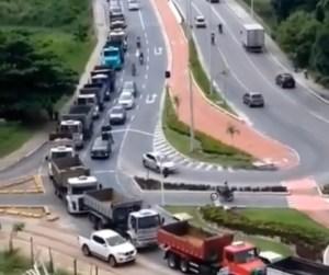 VÍDEO: Manifestantes protestam contra decreto estadual que proíbe atividades da construção civil