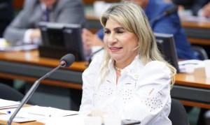 Deputada Edna Henrique comemora a liberação de R$ 7 milhões para instalação do Centro de Hemodiálise e UTI, em Monteiro