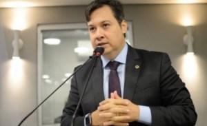 Júnior Araujo entrega secretaria e anuncia volta à Assembleia Legislativa na próxima terça-feira