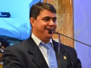 """""""Faço parte do governo e não tem sentido mudar de direção"""", diz Dinho após recado de Felipe Leitão"""