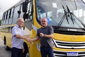 Alhandra é contemplada com mais um ônibus escolar através de emenda do deputado Branco Mendes