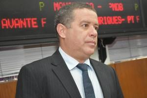 """""""As pessoas não vão votar porque o prefeito está obrigando ou porque o governador está apoiando"""", afirma João Almeida"""