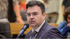 Raniery Paulino pede licença e Jullys Roberto retorna à Assembleia Legislativa