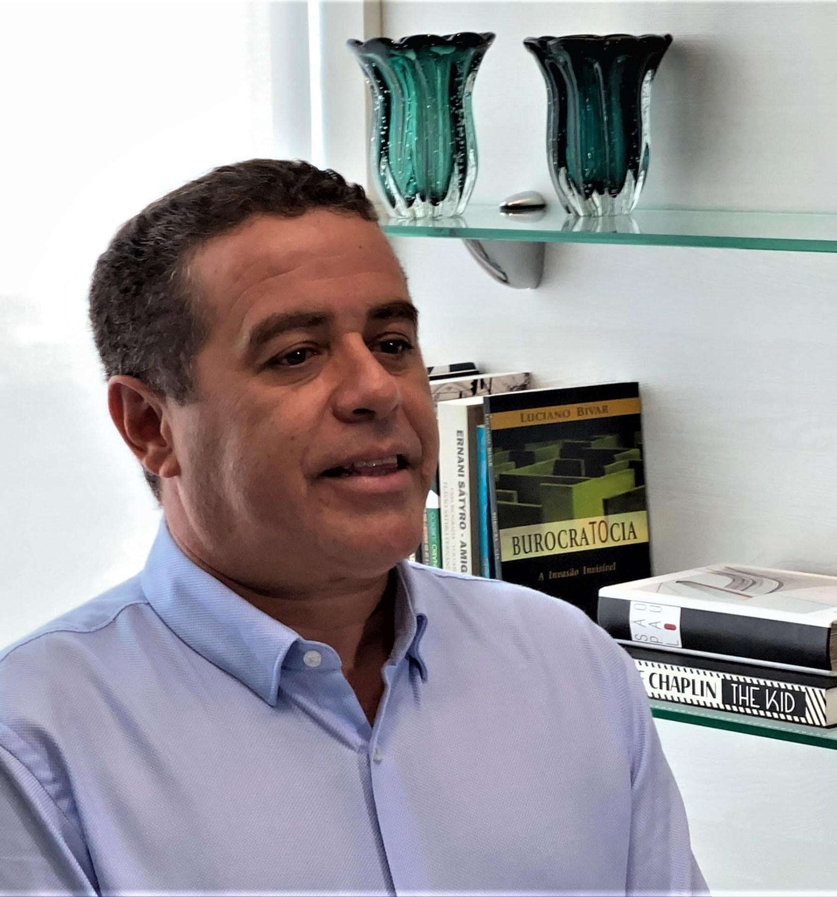João Almeida defende projetos para diminuição da evasão escolar em João Pessoa