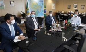 João Azevêdo pleiteia em Brasília obras hídricas e assegura investimentos em habitação em reunião com ministro Rogério Marinho