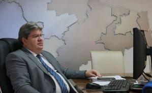Azevêdo destaca solidez fiscal da PB em Fórum de Infraestrutura do Estadão