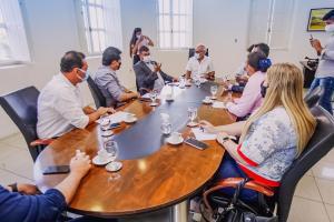Cícero Lucena recebe prefeitos da Região Metropolitana de João Pessoa, que anunciam retomada de Consórcio