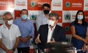 """""""Vence a esperança"""", diz João Azevêdo ao comemorar aprovação de vacinas contra Covid-19"""
