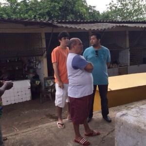 O presidente da Câmara Municipal de São Luís, Astro de Ogum, em visita à feira da Vila Palmeira, para anúncio de reforma, na manhã do último sábado (14).