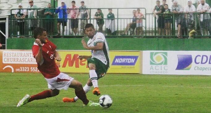 Lourency Rodrigues compõe elenco da Chapecoense.