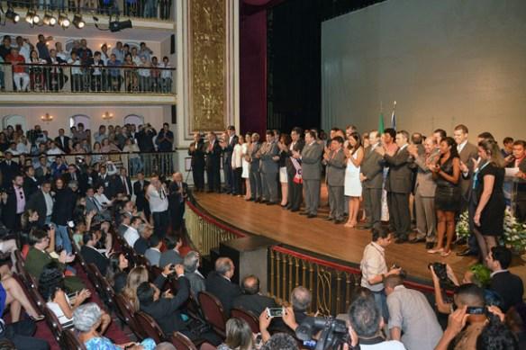 Secretários forsam empossados no Teatro Arthur Azevedo / imagem de O Imparcial