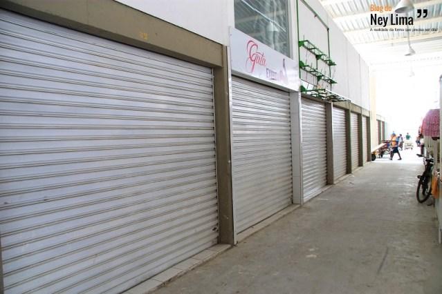 Em um dos locais, foram flagradas 10 lojas fechadas - Fotos: Thonny Hill e Gabriela Figueirôa