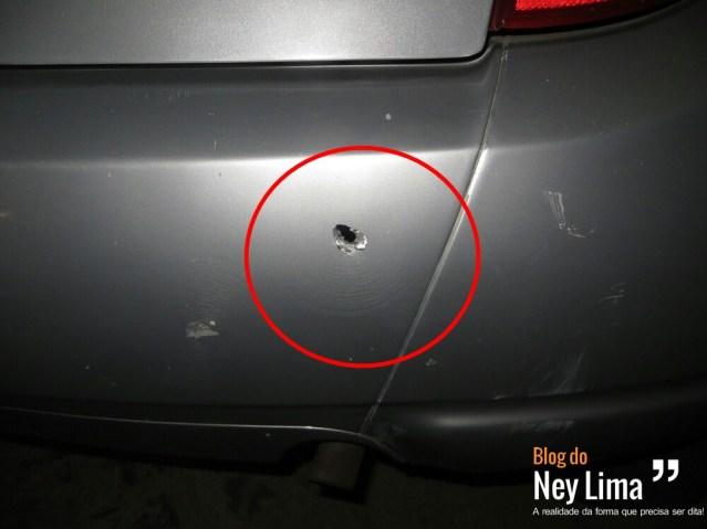 Disparo atingiu para-choque de carro - Imagem cedida pela polícia