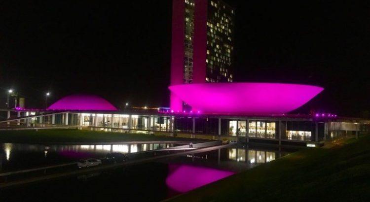 congresso-alerta-para-doenca-rara-com-iluminacao-rosa-neste-fim-de-semana