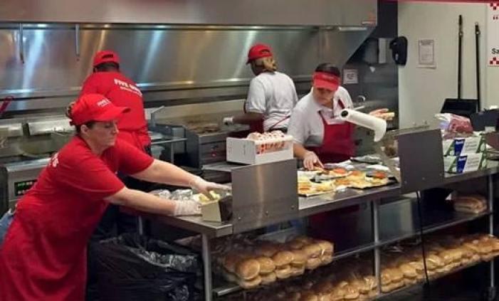 Resultado de imagem para coordenador de fast food