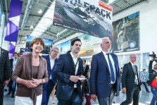 COLOGNE, GERMANY - AUGUST 17: Henriette Reker, Maximilian Schenk and Garrelt Duin during the Gamescom 2016 gaming trade fair during the media day on August 17, 2015 in Cologne, Germany. Gamescom is the world's largest digital gaming trade fair and will be open to the public from August 18-22. (Photo by Mathis Wienand/Getty Images for BIU) *** Local Caption *** Henriette Reker, Maximilian Schenk, Garrelt Duin