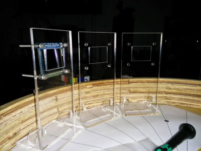 Brian's Digital Zoetrope features 12 Raspberry Pi-controlled screens