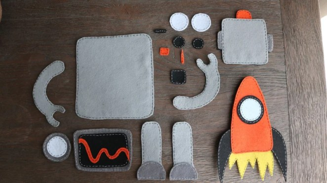 The robot's sewn felt pieces were photographed and then used to create animations