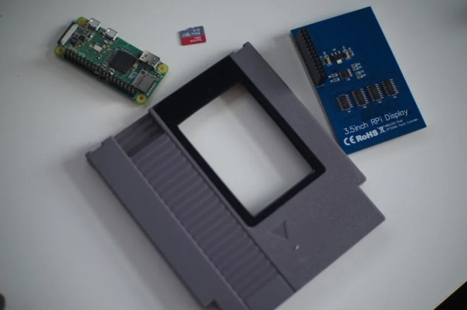 The project uses a 3.5-inch 320×480 LCD HDMI screen to display the retro footage