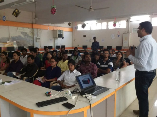 Amit's training courses cover IoT with Raspberry Pi and microcontrollers