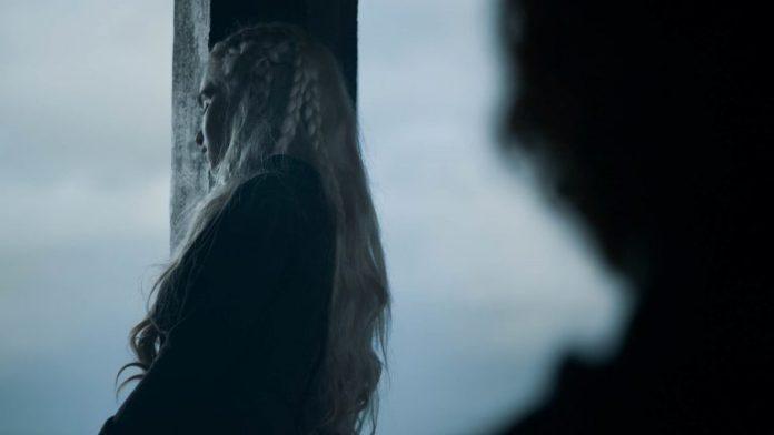 daenerys-en-rocadragA Daenerys se le está viniendo el mundo encima.  Esta vez tenemos teorías negativas para Daenerys. Fuente: HBOon