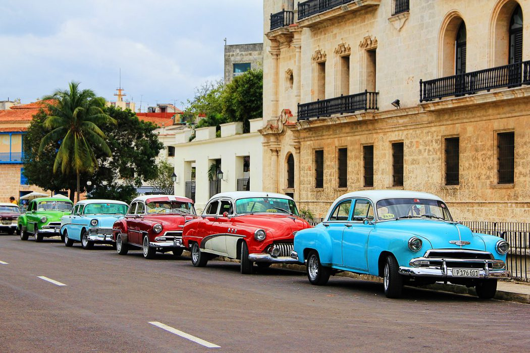 viajar para Cuba - carros