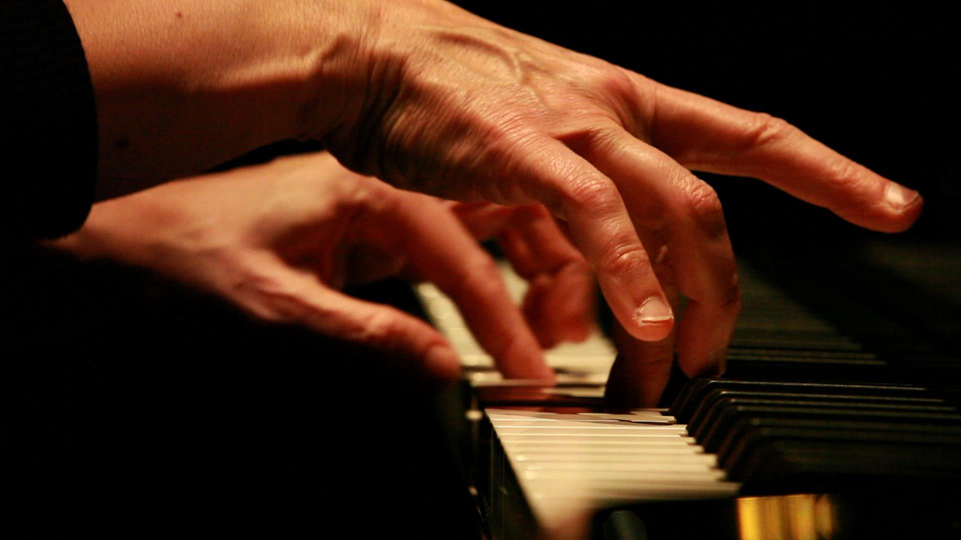 Resultado de imagen de manos de pianista