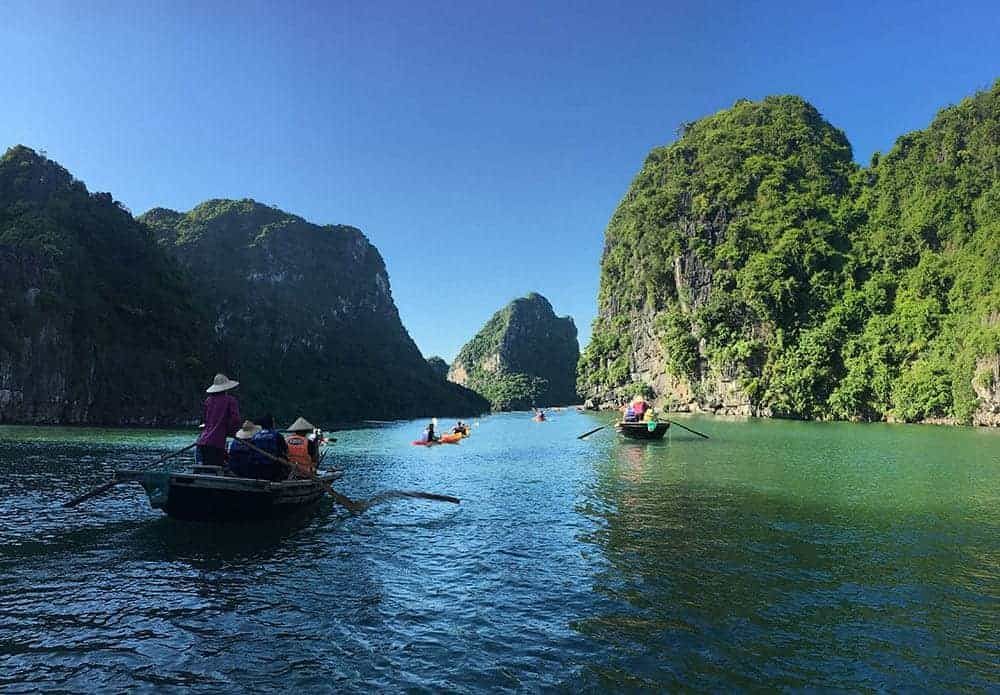 Group tour on Ha Long Bay