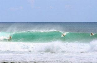 Balangan beach surf