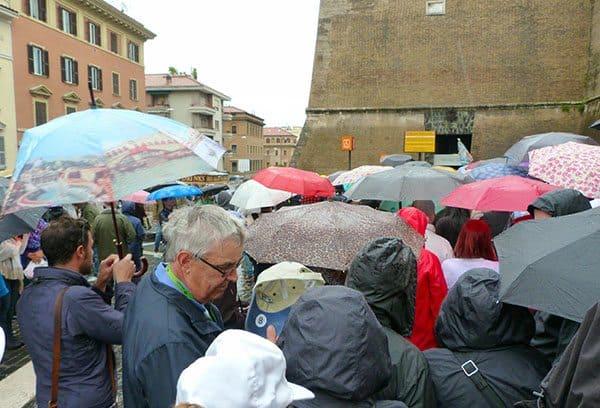 Vatican queue