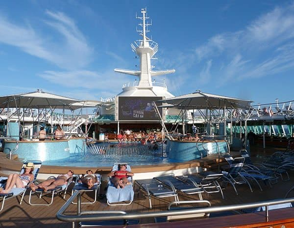 Vision of the Seas pool