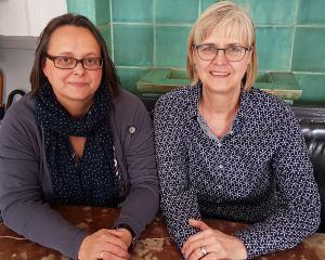 Claudia Minke (l.) und Karin Hertzer (r.)
